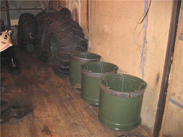 ободранные колеса краз для вездехода